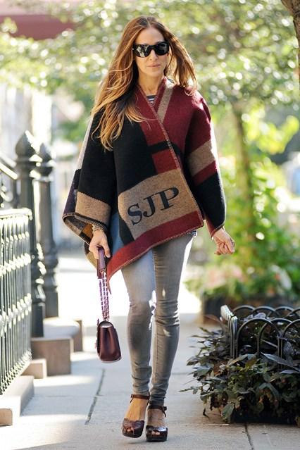 Sarah-Jessica-Parker-Burberry-Vogue-18Sept14-Rex_b_426x639